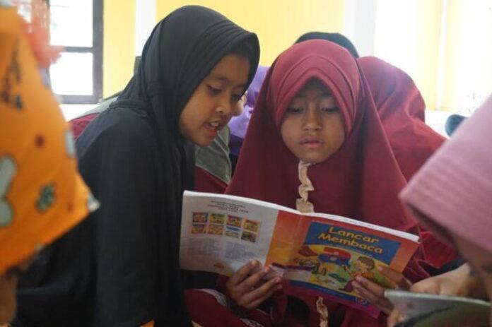 Tumbuhkan Minat Baca Anak, Perpustakaan Keliling KLU Gandeng Rumah Media